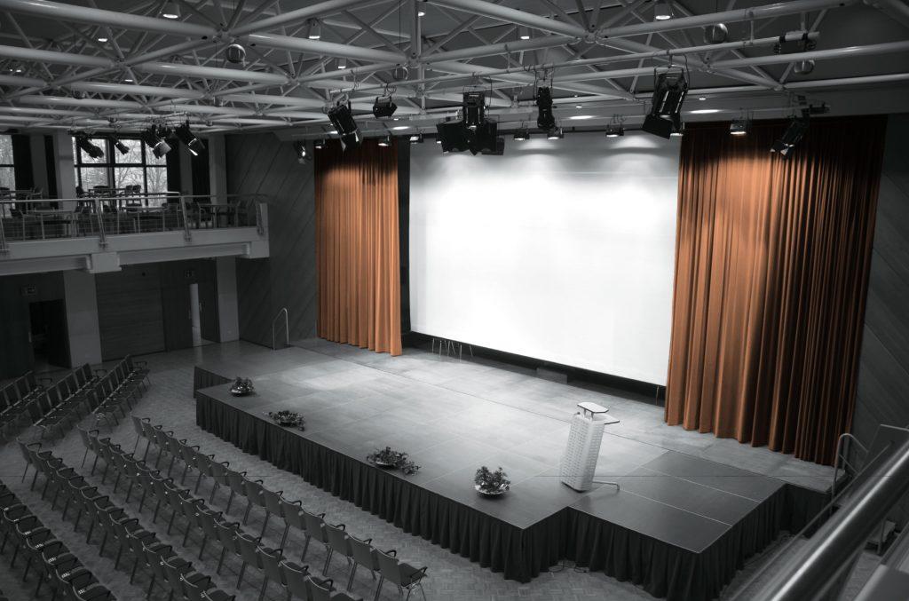 Bühne mit Leinwand