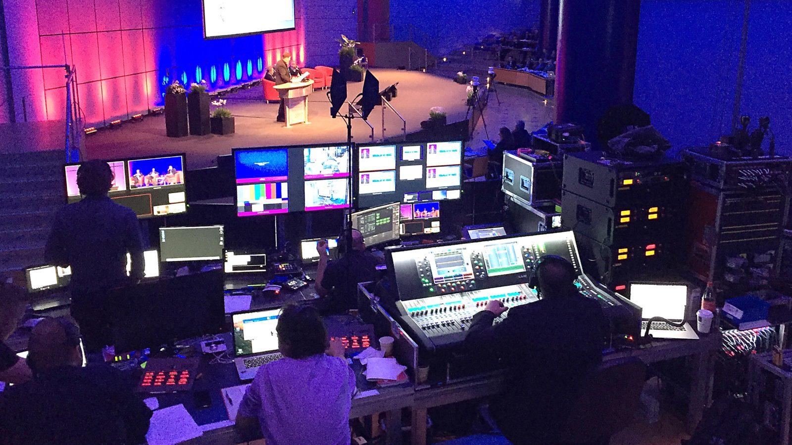 Veranstaltungstechniker hinter der Bühne